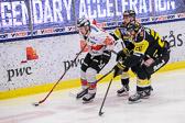 Karlskrona spelarna var snabba på isen så VIK fick lägga i en hög växel från början.