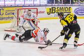 Söderkvist med en jättedragning får ner Karlskrona spelaren, men resulterar tyvärr inte i något mål.