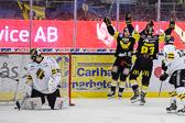Davidsson och Johner jublar efter Johners 3-0 mål.